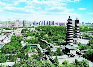 5月15日,登高远眺龙城太原,城在林中、城在绿中,漫步城市中,一幅幅园林美景扑面而来,书写着龙城太原美好的生态画卷。